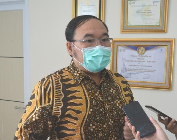 MENERANGKAN: Kepala DKK Semarang, Abdul Hakam. (DINDA RAHMASARI/LINGKAR JATENG)